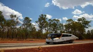 © epa. De 'Stella' tijdens de World Solar Challenge in Australië in 2013, waar de gezinsauto al de cruiser-klasse won.