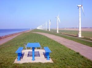 Op een zondag middag fiets je langs het windpark, waar je een stukje van bezit en zelf stroom opwekt